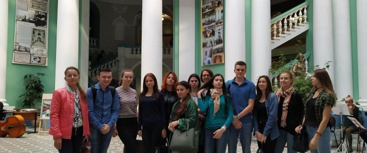 Студенты Географического факультета на праздновании 100-летия 2-го МГУ