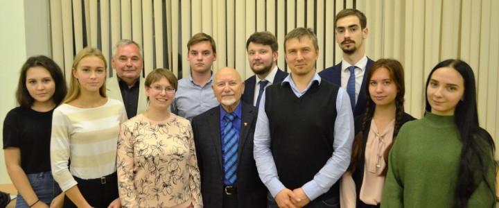 """Круглый стол """"Комсомол как школа гражданственности"""""""
