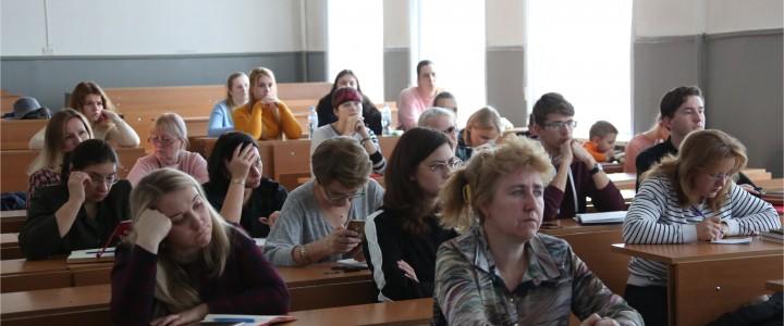 Эвристическая беседа с учителями города Москвы на тему: «Дидактиче-ский дизайн уроков биологии в профильных классах и подготовка к ЕГЭ»