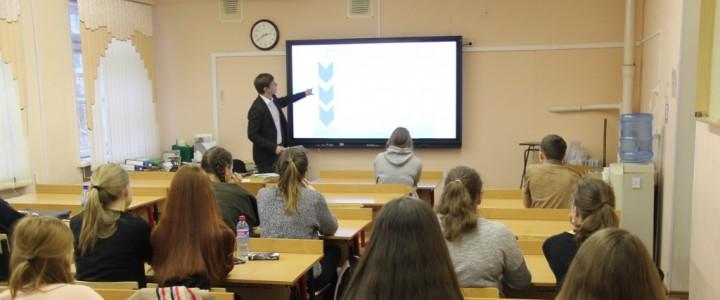 Студент II курса Института детства А.Евтушенко представил дефектологический факультет в профориентационном марафоне «Я и моя карьера»