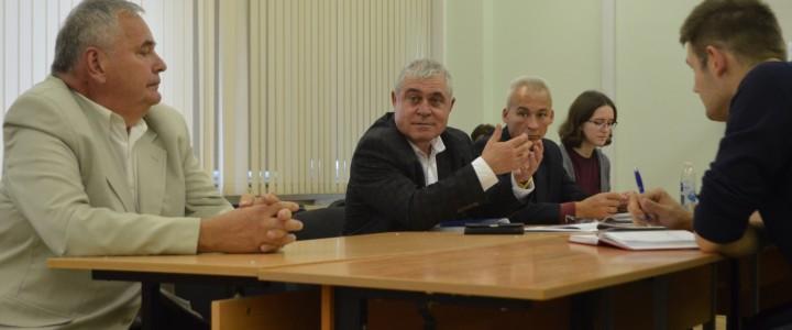 Круглый стол, посвященный 100-летию ВЛКСМ
