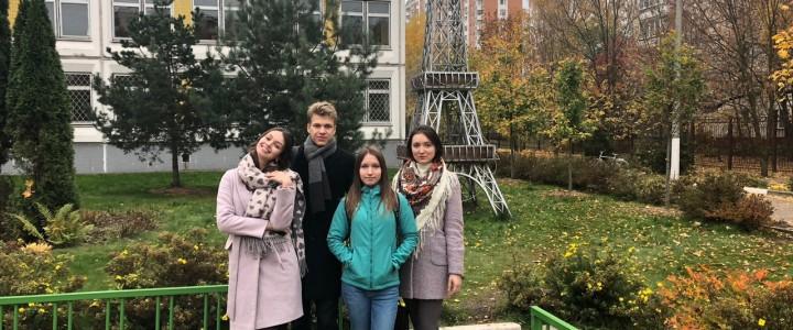 Студенты французского отделения ИИЯ на муниципальном туре олимпиады по французскому языку в школе № 1286