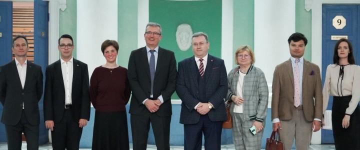 Встреча ректора А.В.Лубкова с атташе по вопросам образования посольства Испании состоялась в главном корпусе МПГУ