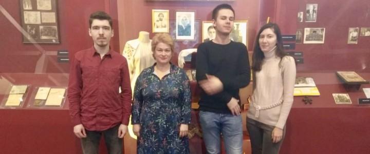 Магистранты кафедры культурологии – волонтёры на вручении Национальной премии «Семейная реликвия»