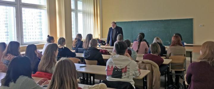 «Английские детские стихи» – встреча Международного студенческого клуба Института иностранных языков МПГУ с Дэвидом Вонсборо