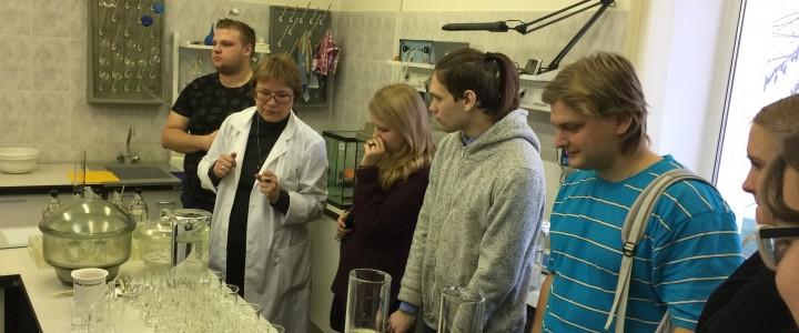 Магистранты Института биологии и химии посетили химическую лабораторию Мосэкомониторинга