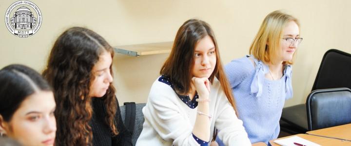 Ноябрьская университетская среда в Институте иностранных языков