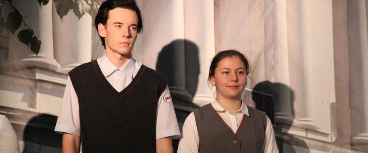 Лавров Лев и Головко Анастасия представляют Штаб студенческих отрядов МПГУ в конкурсе на лучшую пару студенческих отрядов проводников Москвы