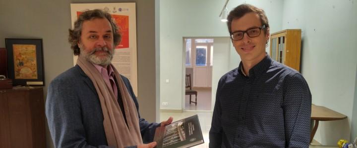 Актер театра и кино Алексей Яковлев посетил Музей МПГУ