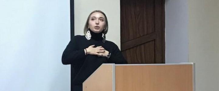Покровский филиал поздравляет студентку с присуждением звания лауреата I премии
