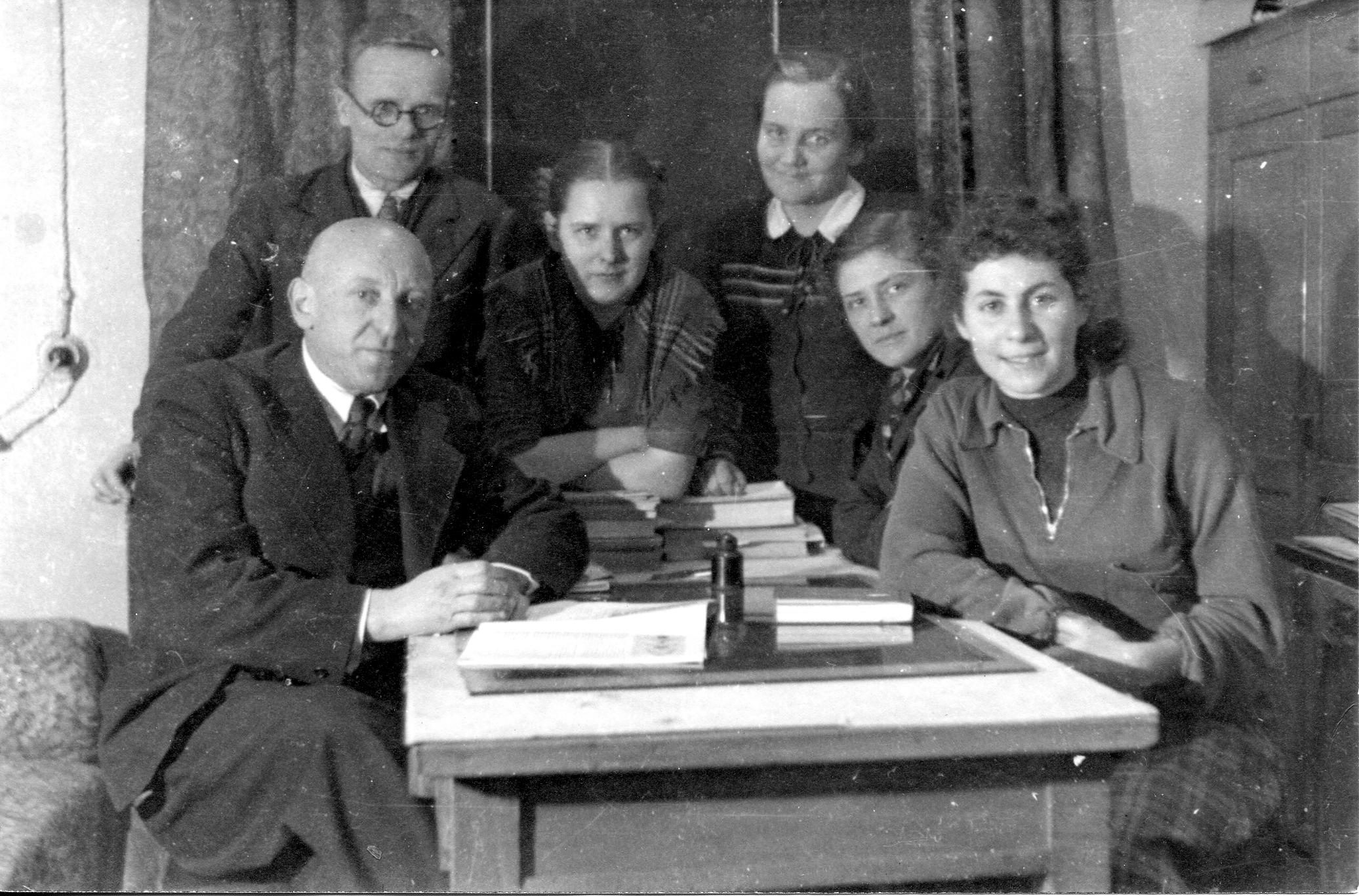Шпольский с коллегами, Ильина, Базилевич, Зленко, ~1950г.