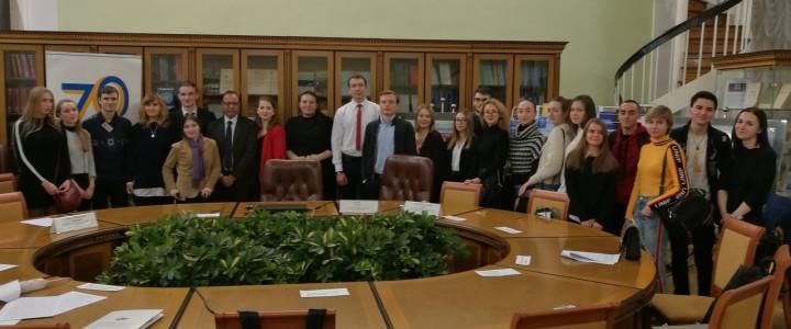 Аппарат уполномоченного по правам человека РФ организовал для студентов вузов Студенческий научный дискуссионный клуб «70 лет после принятия Всеобщей декларации»