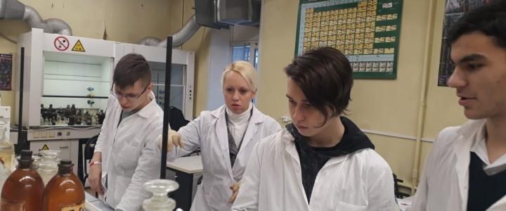 """Учащиеся ГБОУ """"Гимназия № 1590"""" и вводные занятия по органической химии"""