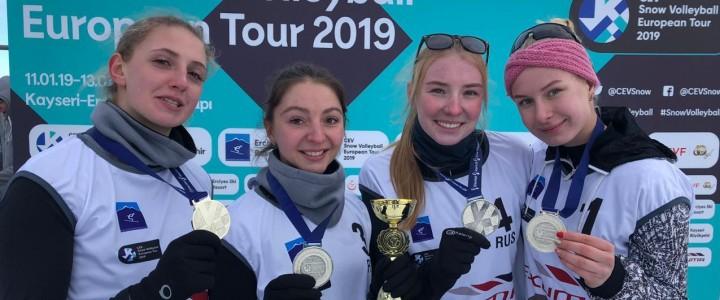 Поздравляем студентку 2 курса ИФКСиЗ Терентьеву Елизавету с успешным выступлением на 2 этапе Евротура по волейболу на снегу