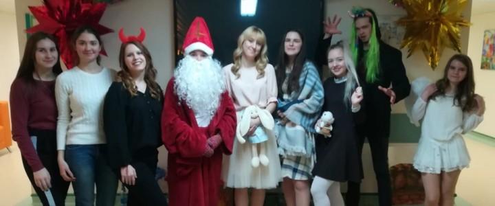 Новогоднее представление YO-вожатых в НМИЦ нейрохирургии им. академика Н.Н. Бурденко
