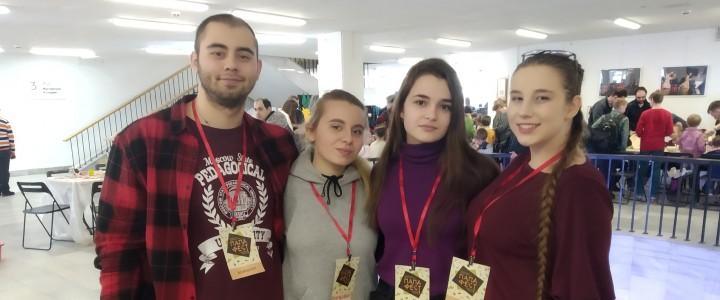 Волонтеры МПГУ на «Папа-Фест»