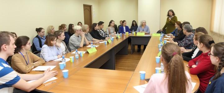 Проблемы существования подростков в новой медиасреде обсуждали за круглым столом в московской школе 1579