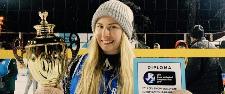 Студентка 3 курса ИФКСиЗ Елизавета Терентьева завоевала золотую медаль на III этапе «Евротура» по волейболу на снегу в формате «3х3»