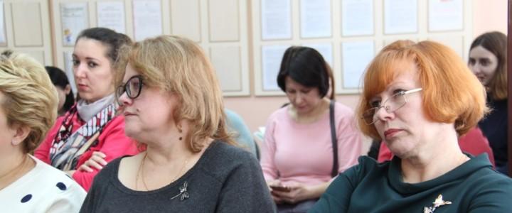 Студенты и преподаватели дефектологического факультета Института детства на практикоориентированном семинаре