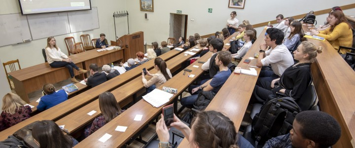 Студенты Института иностранных языков приняли участи в международном фонетическом конкурсе на французском языке в МГЛУ