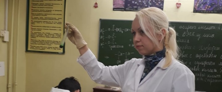 """Учащиеся ГБОУ """"Гимназия № 1590"""" на занятии по теме «Жиры и мыла»"""