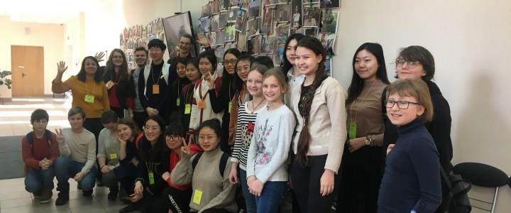 Студенты из Китая побывали в московской школе