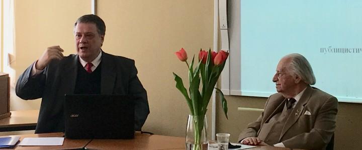Профессор кафедры контрастивной лингвистики А. И. Изотов выступил с научным докладом на Пленарном заседании «Мартовских чтений» ИИЯ