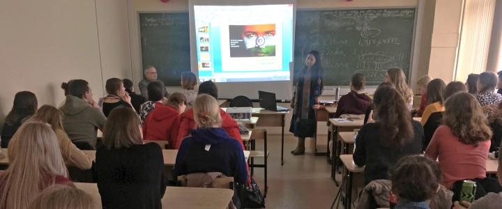 «Развитие экономики и особенности Индии» – встреча Международного студенческого клуба Института иностранных языков МПГУ с Линой Сарин