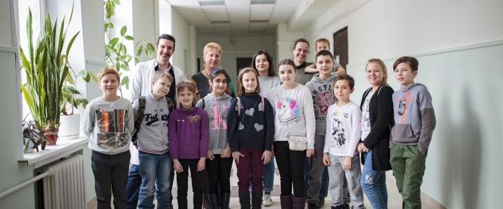 Доцент Т.В. Мазяркина прочитала лекцию и провела практическое занятие по генетике для школьников 4 класса