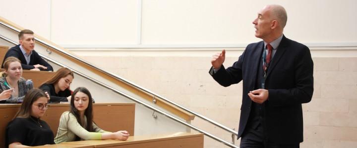 Лекция академического директора Education First для студентов Института международного образования