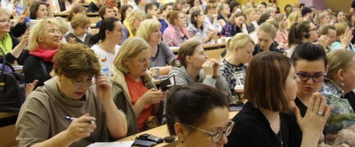 Преподаватели и студенты института детства на Международной научно-практической конференции «Инновации в работе с детьми с расстройствами аутистического спектра (РАС)»