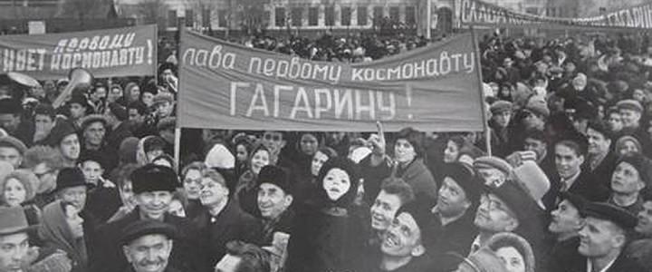"""Стена директора ИИиП МПГУ: """"12 апреля – день, когда можно не пойти на занятия"""""""