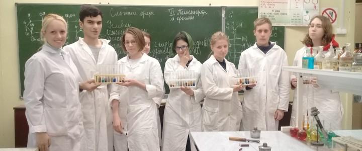 """Учащиеся ГБОУ """"Гимназия № 1590"""" на занятии по теме «Углеводы»"""
