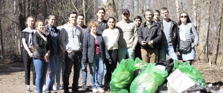 Студенты Покровского филиала МПГУ приняли участие в общегородском субботнике