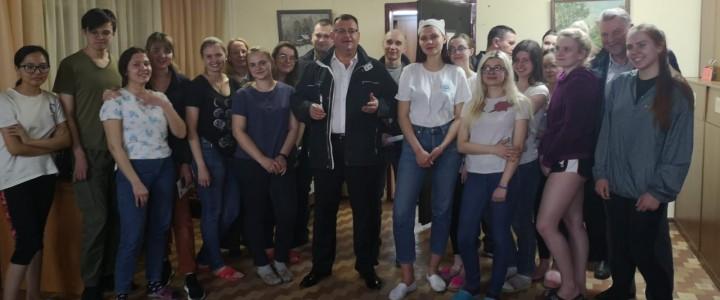 Встреча администрации Института изящных искусств со студентами в общежитии