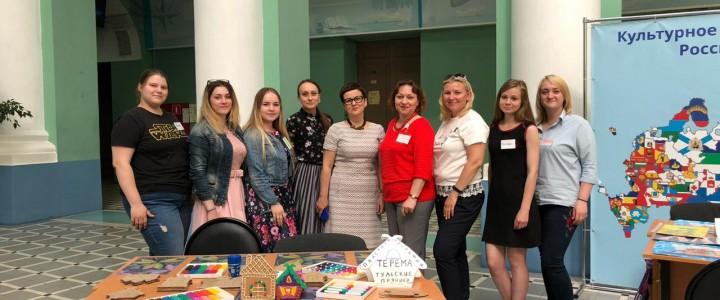 Студенты факультета дошкольной педагогики и психологии провели мастер-классы по народному искусству в Главном корпусе МПГУ