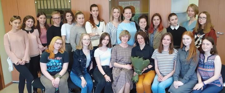 Смотреть на мир с радостью и любовью: встреча с писательницей Ольгой Колпаковой