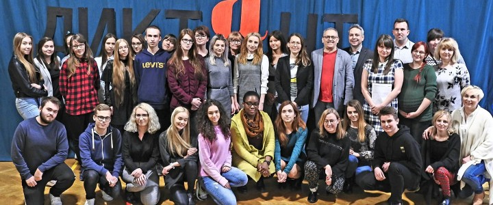 Победитель Международного методического конкурса «Аксиологический урок русского языка» стал координатором Тотального диктанта в г.Лодзь