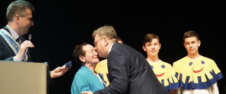 Профессору Института детства Ирине Демаковой вручили Международный Орден Улыбки