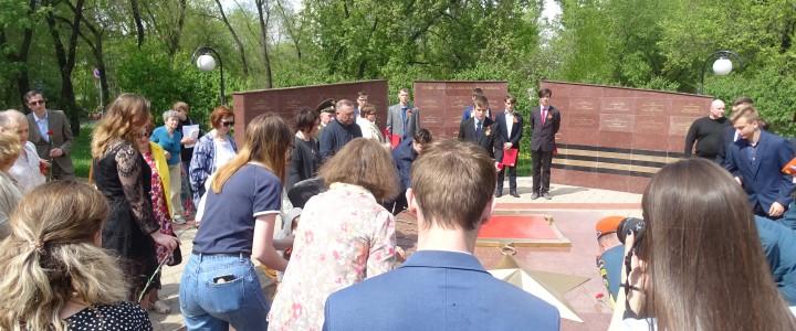 Выступление у мемориала героям-жителям Алексеевского района
