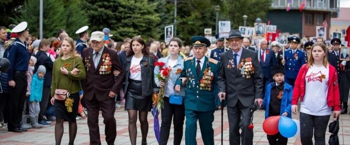 Волонтеры Анапского филиала МПГУ сопровождали ветеранов ВОВ на парад Победы