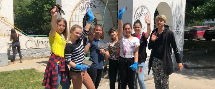 Волонтеры Анапского филиала МПГУ приняли участие в восстановлении детского городка по улице Стахановской