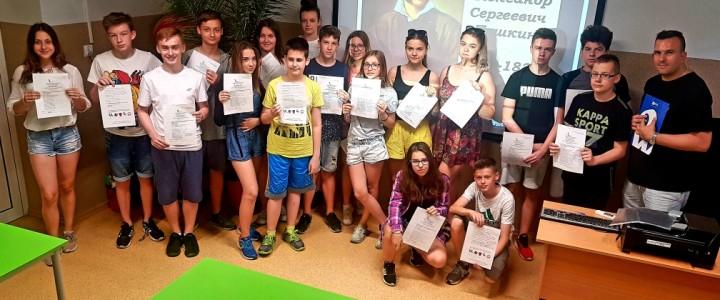 Победитель конкурса «Аксиологический урок русского языка» провел «Пушкинский диктант-2019» в школах г. Лодзь (Польша)