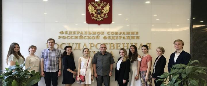 Представители ИИЯ в коридорах законодательной российской власти
