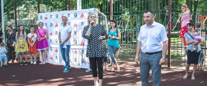Директор Анапского филиала МПГУ приняла участие в открытии летней дворовой площадки