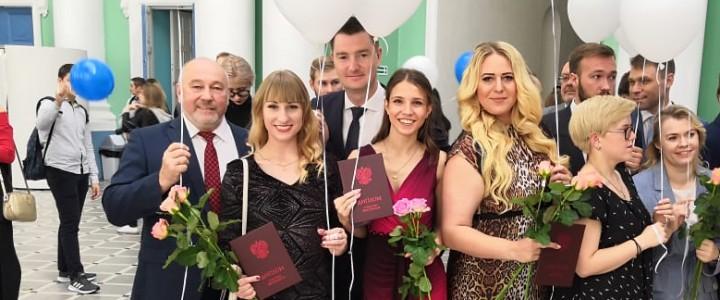 Выпускникам-2019 вручили дипломы с отличием
