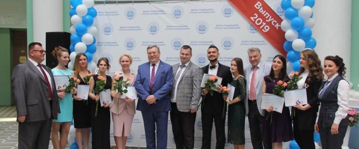 Ректор МПГУ вручил дипломы с отличием четырём выпускникам Художественно-графического факультета