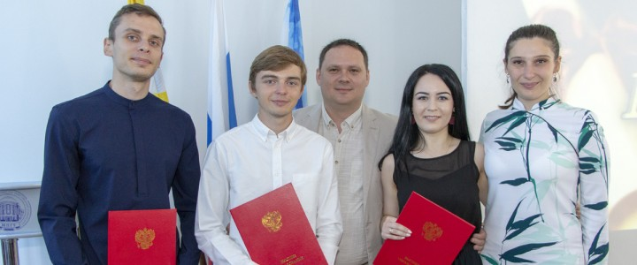 Выпускникам Ставропольского филиала МПГУ вручили дипломы