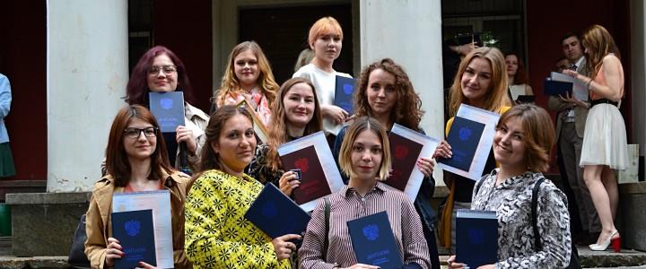 Вручение дипломов выпускникам Института биологии и химии