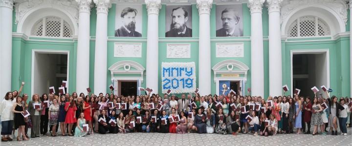Вручение дипломов выпускникам Института изящных искусств МПГУ